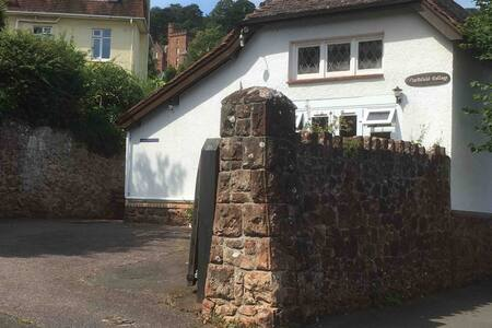 Double room in coastal cottage, private entrance