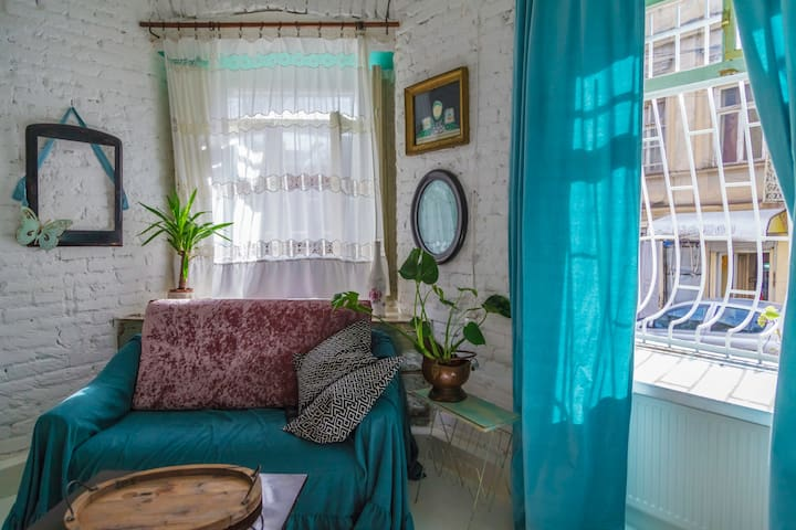 *-30%* Vintage Dream in Historic Part of Tbilisi