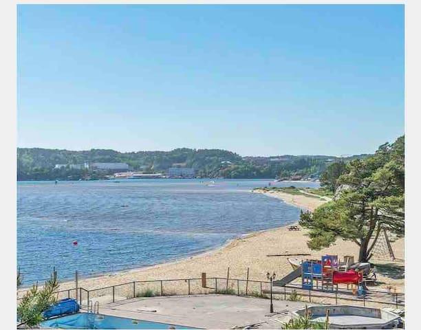 Usjenert villa med stor hage. 150 m til stranden