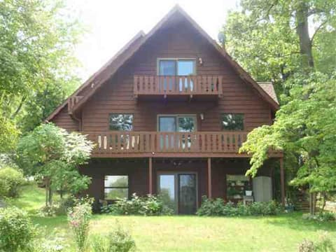 Webster Lake 4BR Right on the Water