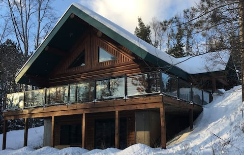 Beautiful Scandinavian Log Home On Private Lake