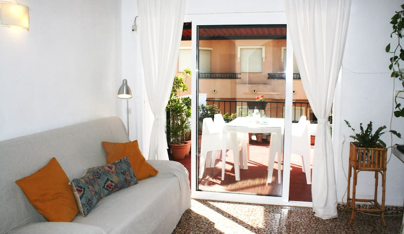 Casa Lola, cozy & bright in central Fuengirola.