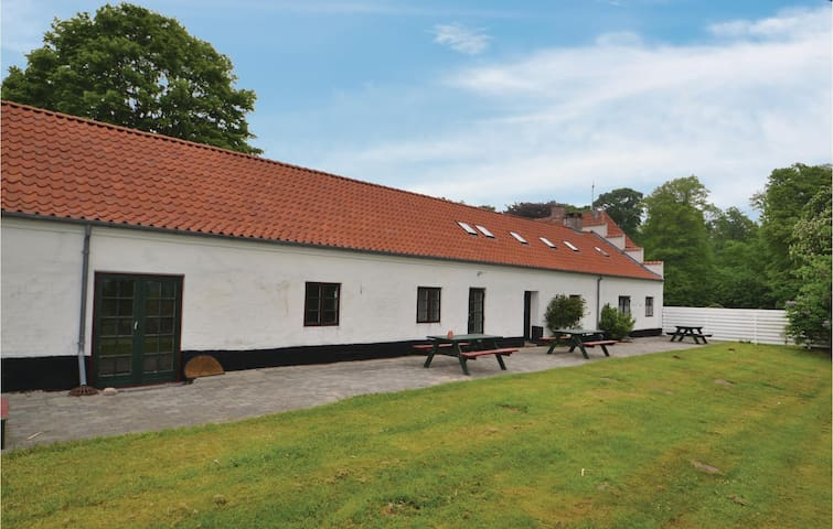 Holiday cottage with 4 bedrooms on 300 m² in Ryomgård