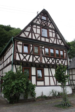 Schöne Ferienwohnung Burgruine Fachwerkhaus