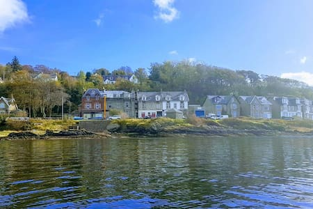 Cove Loch Side Apartment with sea & sunset views