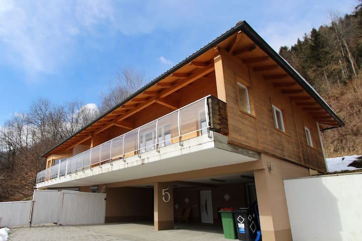 Modern apartment with garden, balcony and very nice view over the Ossiachersee