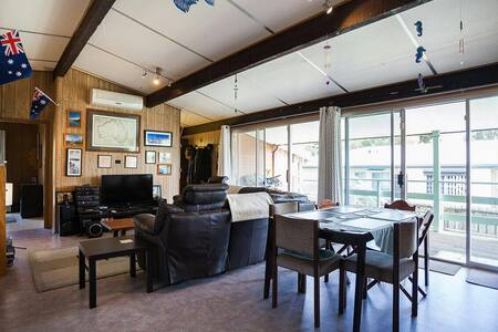 Phillip Island Racetrack & Penguins - Wimbledon Heights - Dom