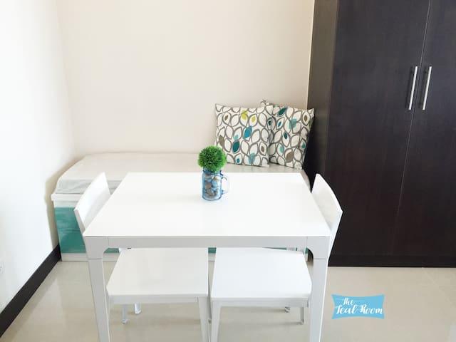 Teal Room: Studio with river view / WiFi - Mandaluyong - Ortak mülk