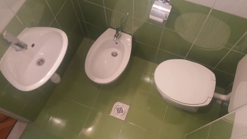 Room with bathroom 2min from beach-10min from city