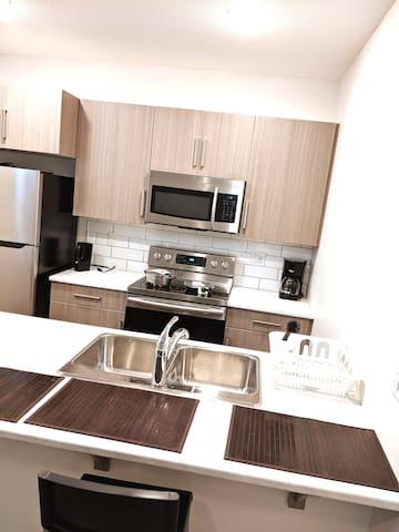Modern bedroom and smart space - New neighborhood!