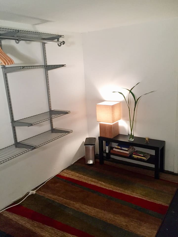 Cozy mezzanine bdrm in charming Bklyn neighborhood
