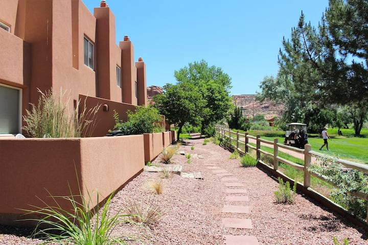 Lizards Lair ~ 3246, Golf Course Views, Great King Size Bed, Complex Heated Pool, Private Patio  - Lizards Lair ~ 3246
