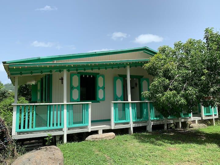 Finca Figueroa, Casa Antigua