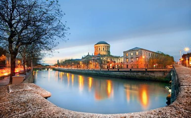 River Liffey view of the Four Courts Building - 4 minute walk en route to Temple Bar