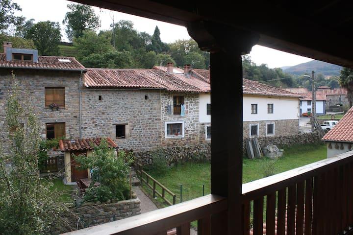 chalet en entorno rural a 15 minutos de la playa - Cantàbria - Casa adossada