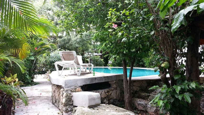 Big house with pool and gated entrance come relax! - Cancún - House