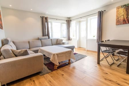 Spacious 2BR apartment close to Lerkendal Stadium - Trondheim - Lägenhet