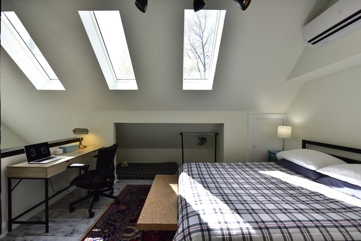 Bedroom (with child's sleeping mat in alcove)