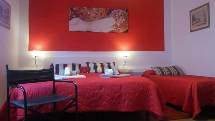 cozy single/double room in Pisa center (Klimt)