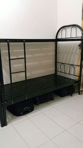 FEMALE ONLY BED SPACE FOR SOLO ADVENTURERS - Sharjah - Appartement