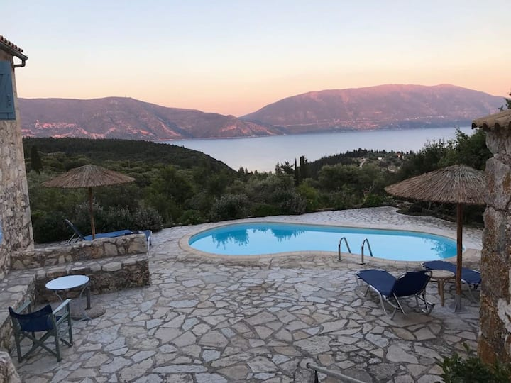 Villa Floral, idyllic stone houses in Kefalonia