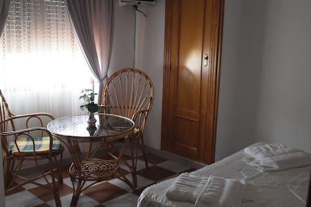 Habitación con Baño Vistas Sierra - Garganta la Olla - Pensió