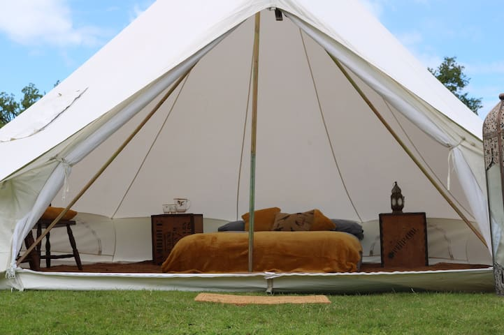 Delamere Glamping - Lakeside Bell Tents