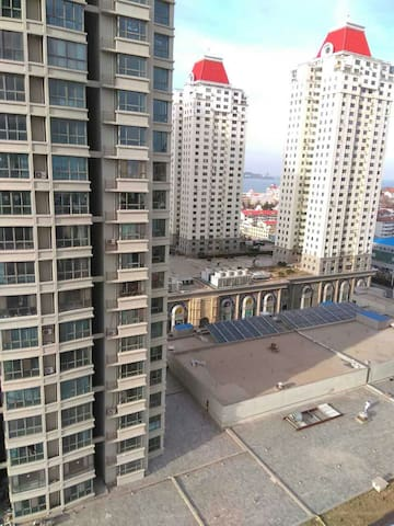 近刘公岛旅游码头市中心里的公寓 - Weihai Shi