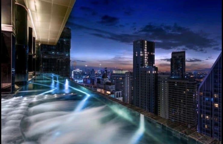 暹罗广场/水门市场/360℃无边泳池central world/BTS 200m四面佛3私人电梯入户
