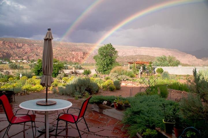 Lazy B's Bunkhouse - Moab - House