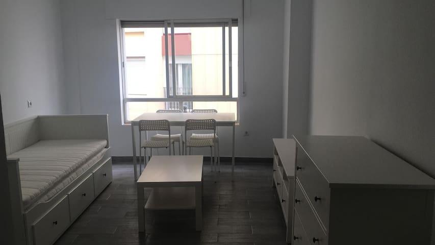 Estudio reformado en el Centro de Algeciras