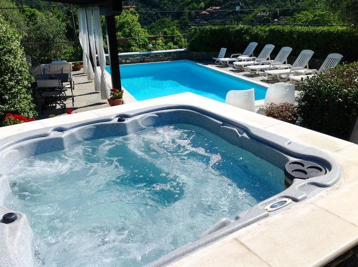 Villa Daphne piscina eJacuzzi citra 010002-LT-0001