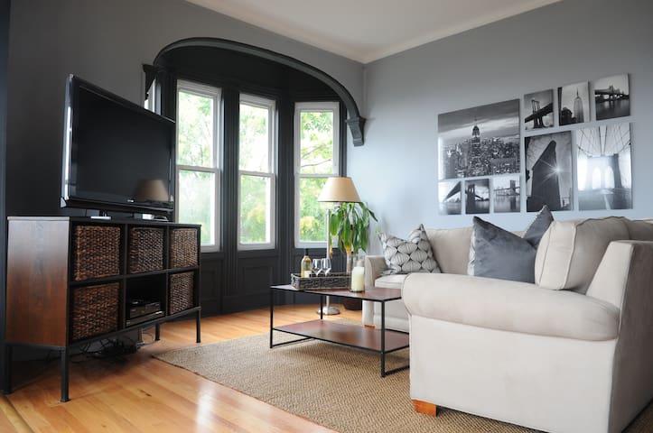 Skyline Views Duplex Apt - Mins to NYC - Weehawken - Apartamento