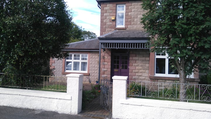 Small Apartment with double bed, Inverness.