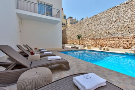 Luxurious Boutique Hotel Central Sliema - Tas-Sliema - Bed & Breakfast