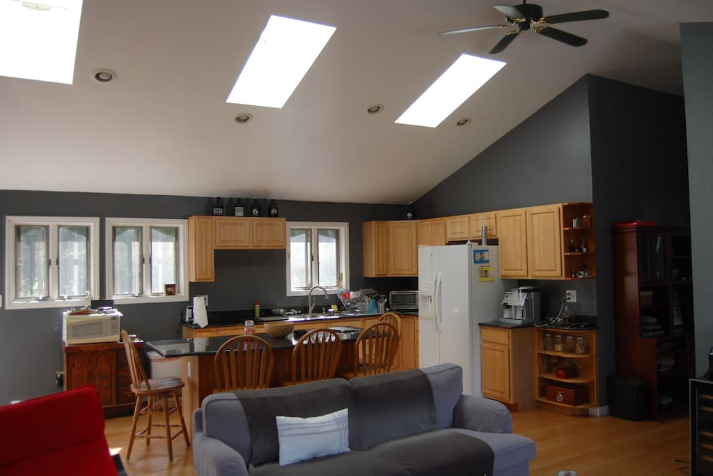 Open space between kitchen and leaving room