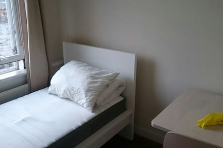 Extra small room in nice location - 鹿特丹 - 旅舍