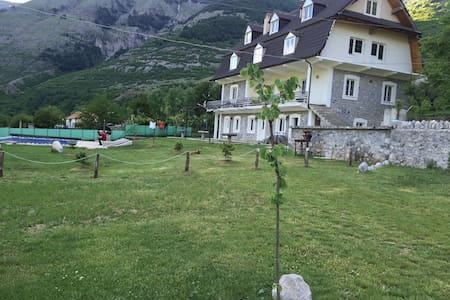 Boga Alpine Resort, Guest House in road to Theth - Bogë - Pousada