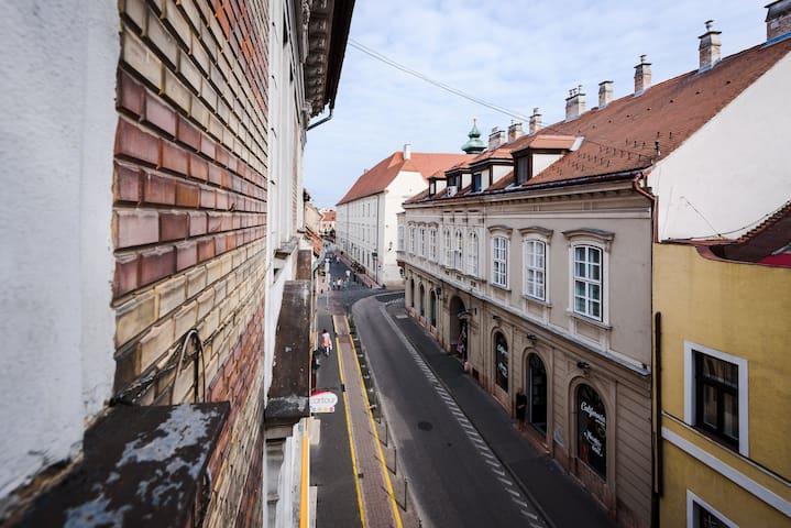 Győr City Center - Gold Apartment