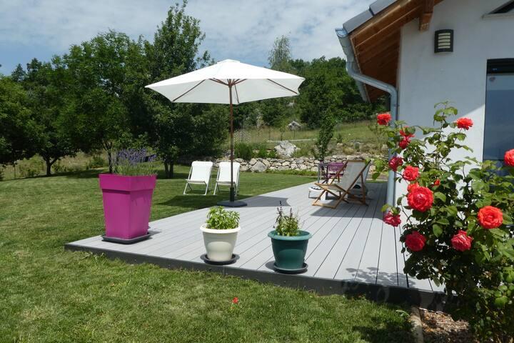 Belle villa avec jardin et superbe vue sur le lac