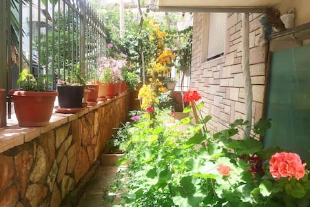 Flowers' Room 1 - Sarandë - House