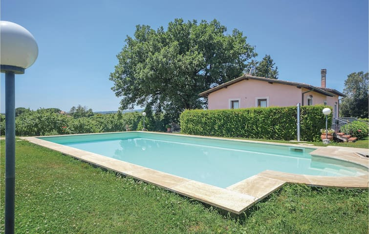 Holiday cottage with 4 bedrooms on 110m² in Corchiano