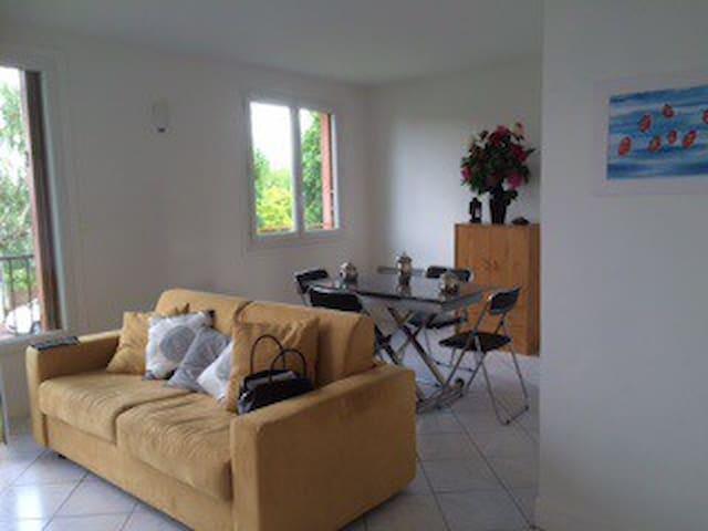Très bel appartement près de PARIS - Le Mesnil-le-Roi - อพาร์ทเมนท์