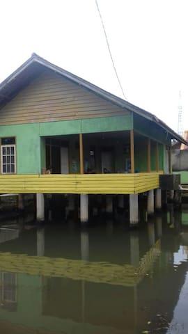 Saung Elly
