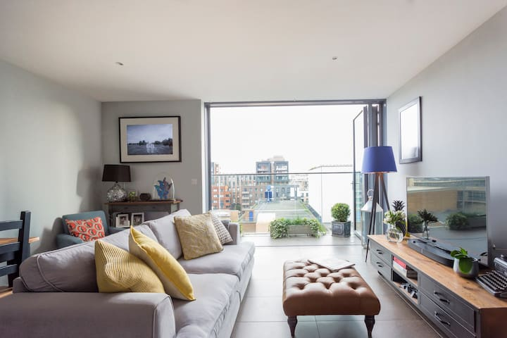 Stylish Penthouse Apartment Close to Islington Canal
