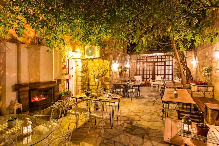 Beautiful stonehouse open fire & garden - Alaçatı  - Hotel butik