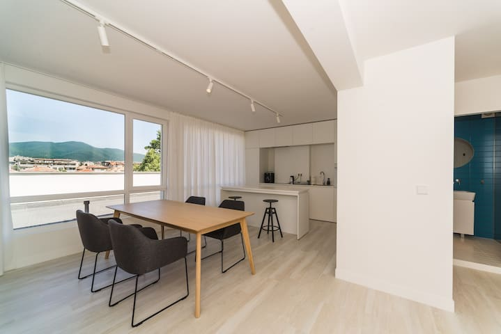 Big Sunny Apartment With 2 Bedrooms
