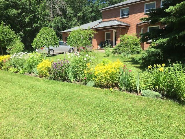 Pine Grove Cottage
