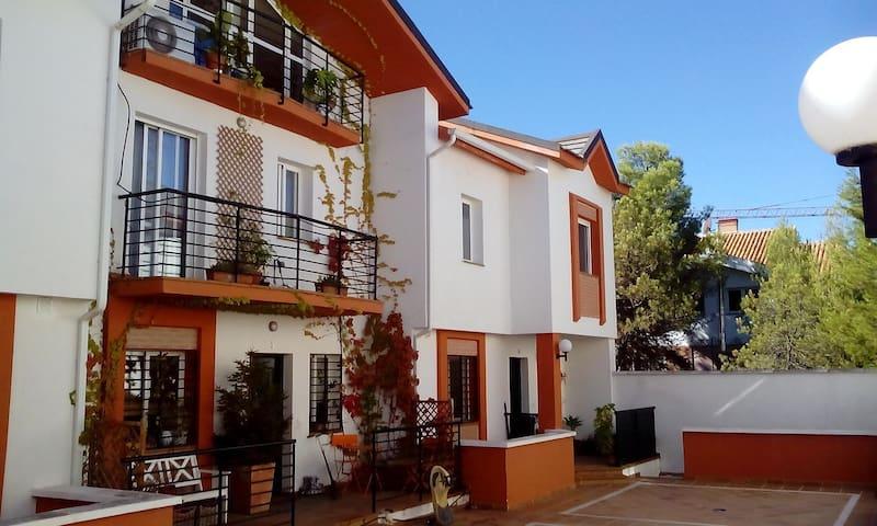 En la Montaña y en la Ciudad - Barrio de la Vega. Monachil. - House