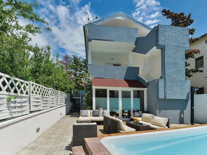 XXL Villa Grande with pool, jacuzzi